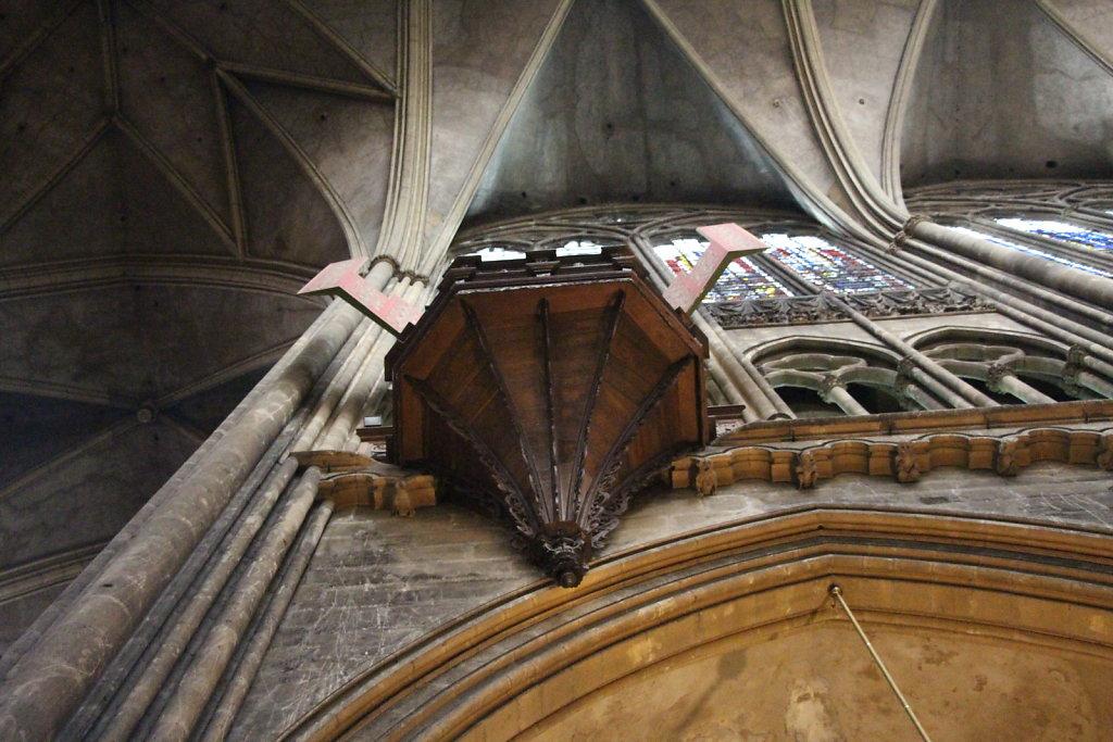 Nest-Orgel von unten