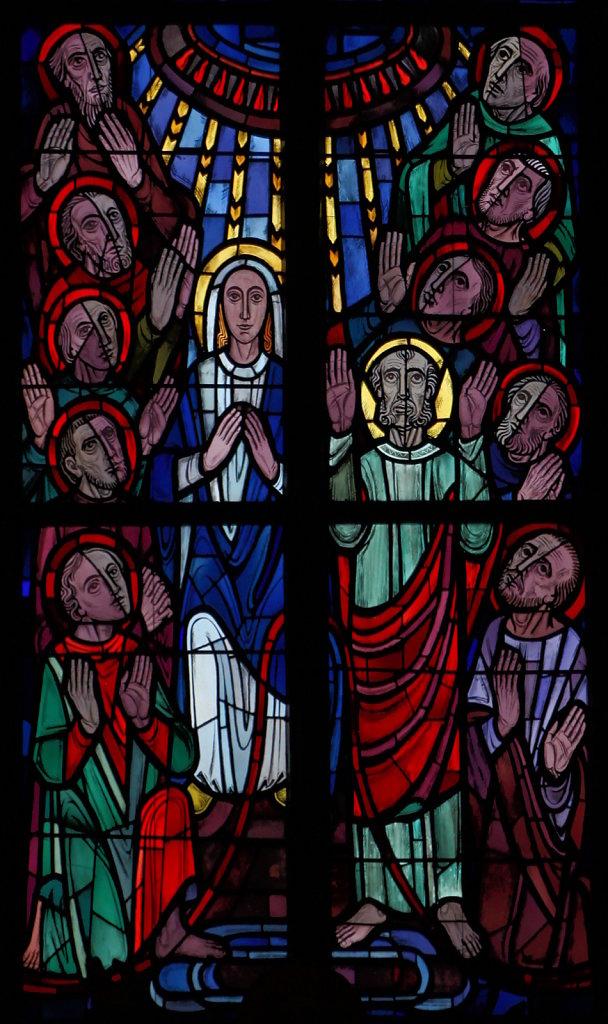 Maria als Patronin der streitenden Kirche (mittleres Chorfenster Mitte)